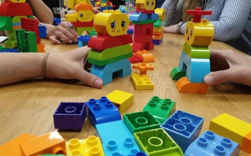 Χρειάζονται τα παιδιά αμέτρητα παιχνίδια;
