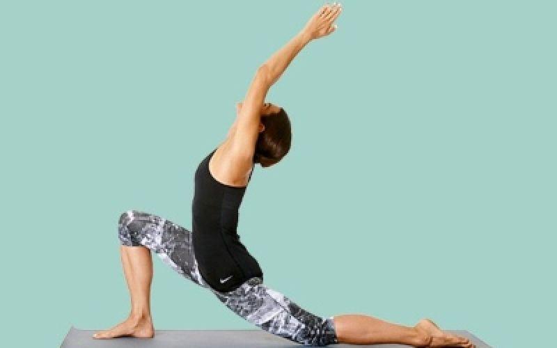6 στάσεις γιόγκα για τους σφιγμένους μύες σας