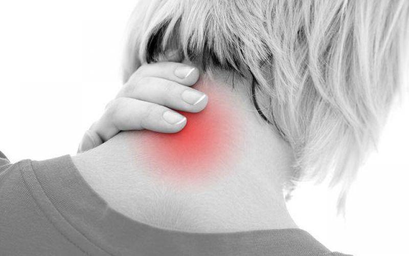 Αντιμετωπίστε τους πόνους του αυχένα με την ολιστική ιατρική
