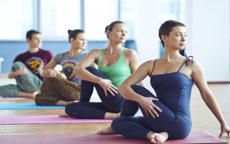 Δώσε λύση στους πόνους της μέσης με ασκήσεις Yoga