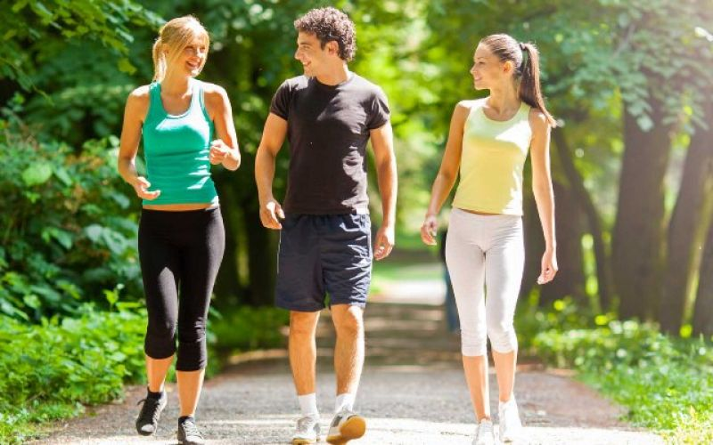 Γερνάνε πιο γρήγορα όσοι περπατάνε αργά