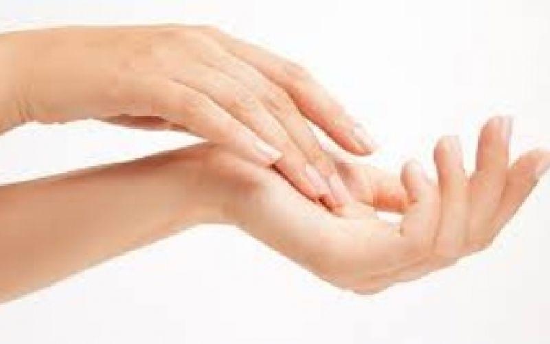 4 απλά βήματα για την ενυδάτωση της ταλαιπωρημένης επιδερμίδας των χεριών μας