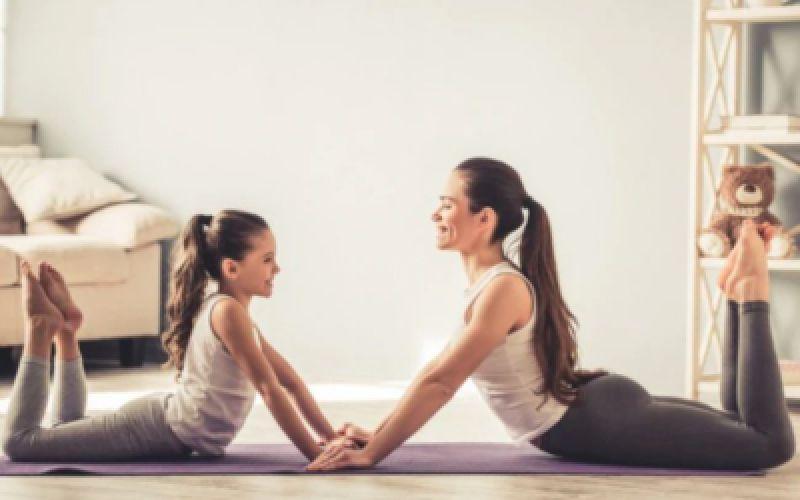 Yoga στο σπίτι σε καιρό καραντίνας - 4 βήματα για να διατηρήσετε την ηρεμία σας